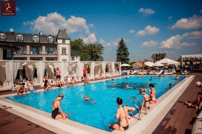 Відкритий басейн Kavalier Beach Club